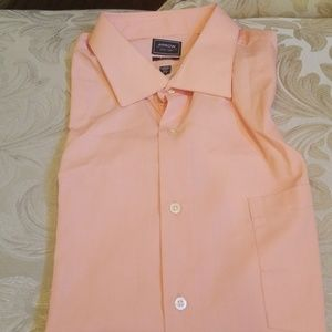 Arrow Men's Fitted Solid Spread Collar Dress Shirt